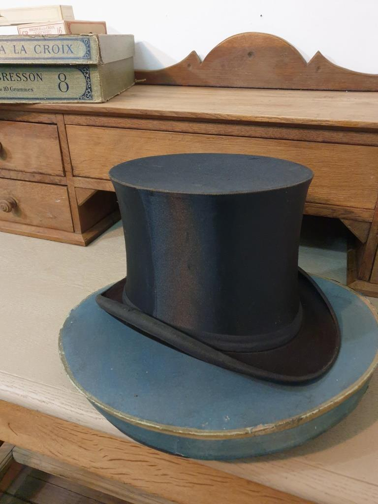 6 chapeau clac