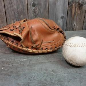 6 gant et balle de base ball