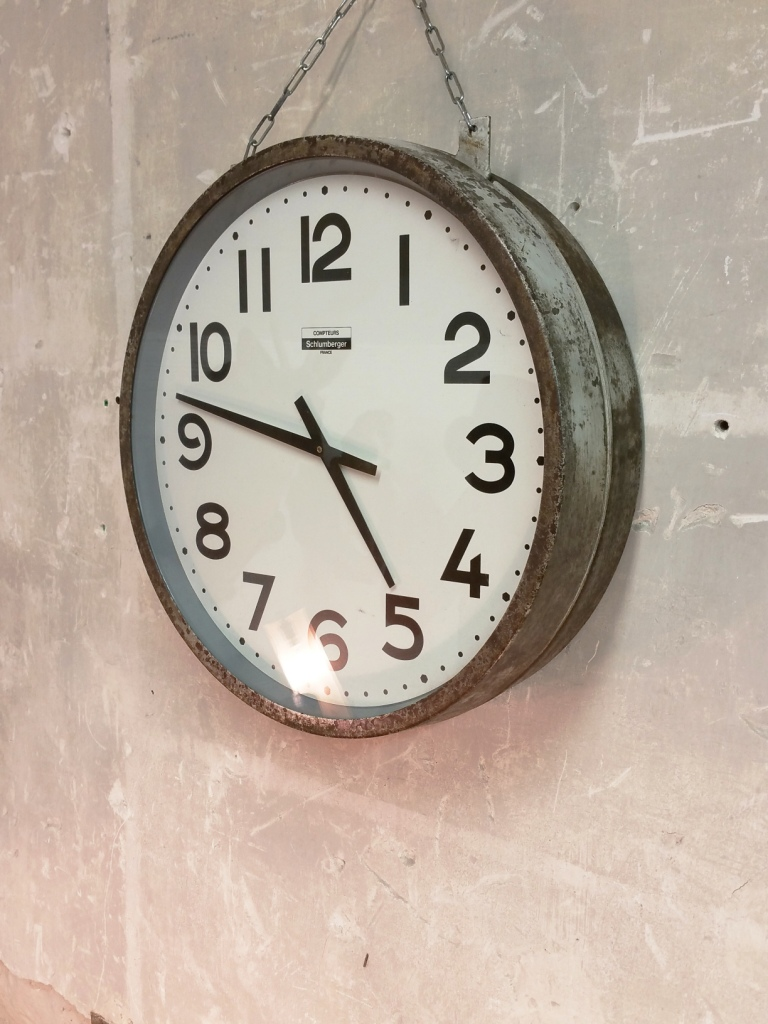 pendule industrielle pendule d 39 usine pendule de quai schlumberger. Black Bedroom Furniture Sets. Home Design Ideas