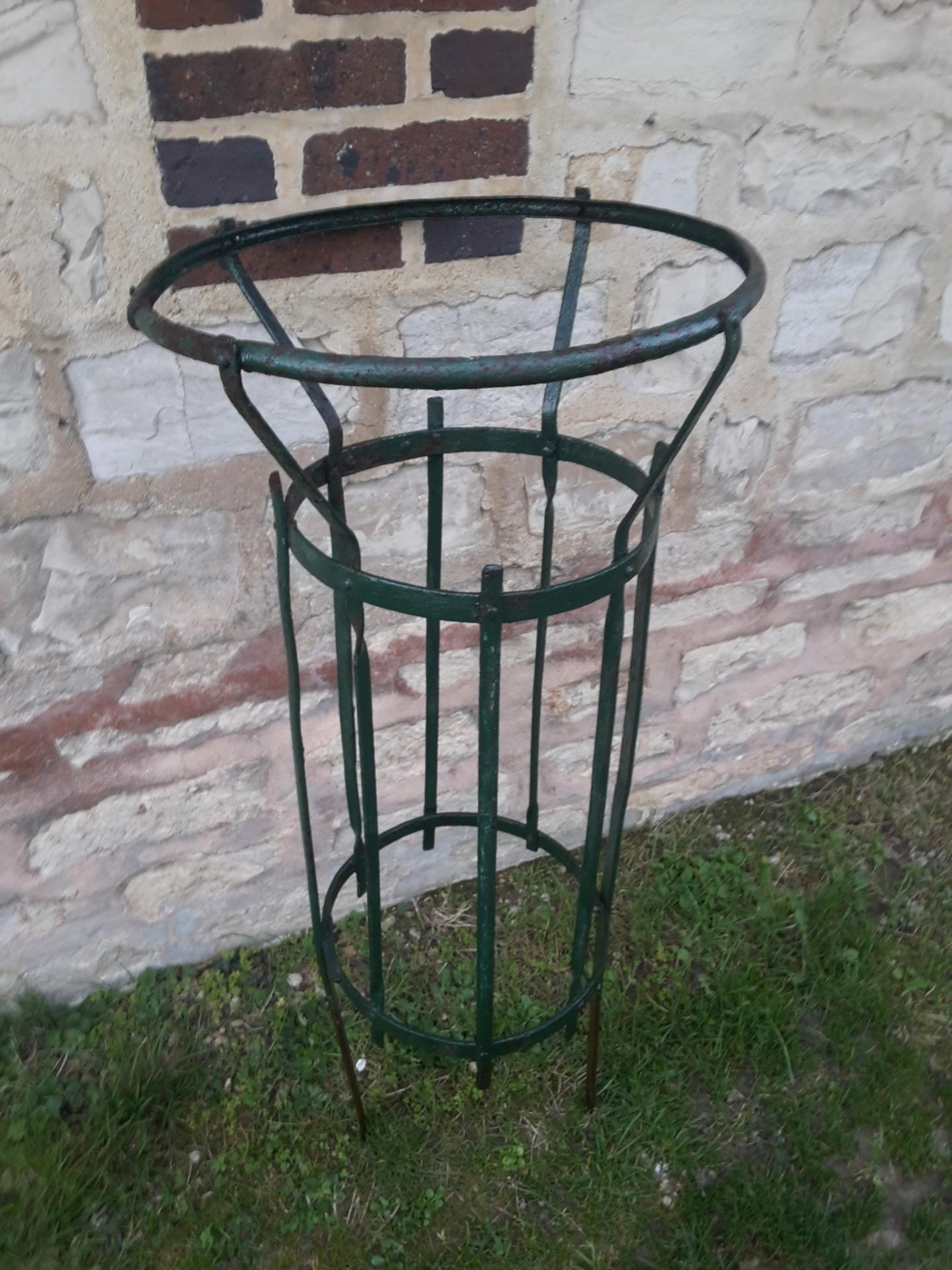 6 poubelle de jardin public