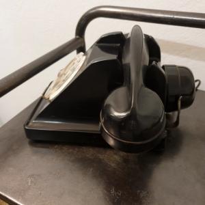6 telephone noir bakelite