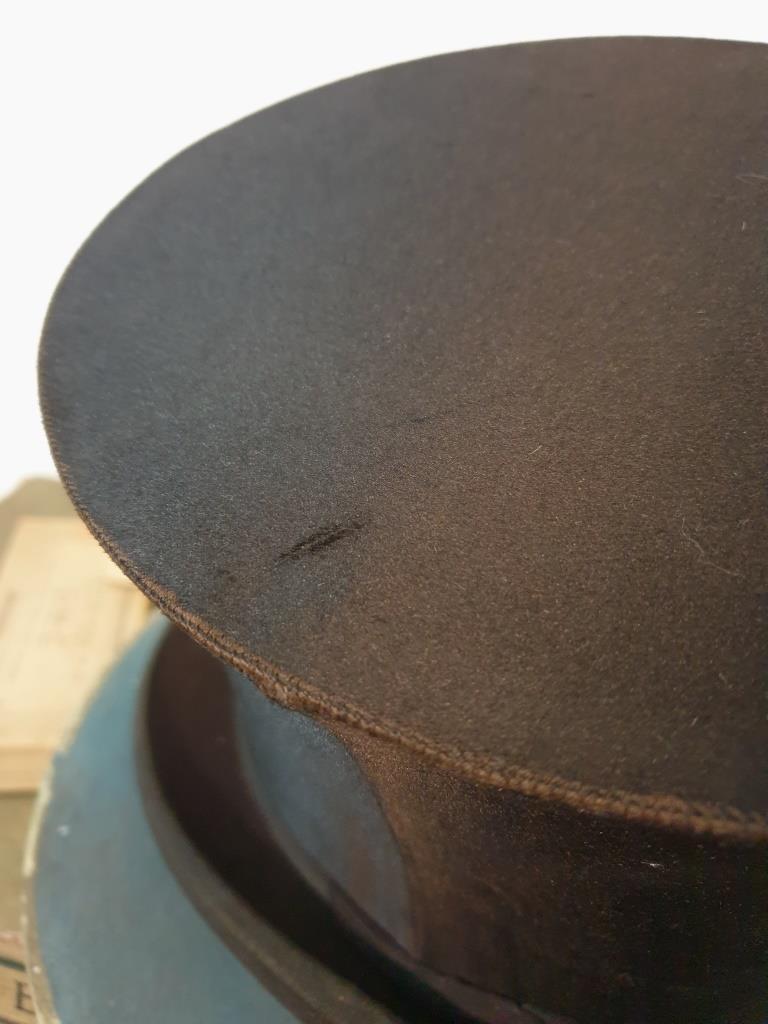 7 chapeau clac