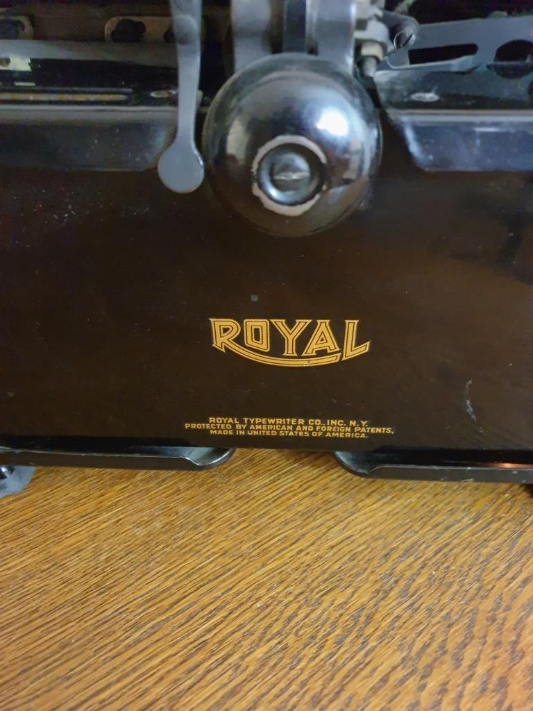 7 machine a ecrire royal 1