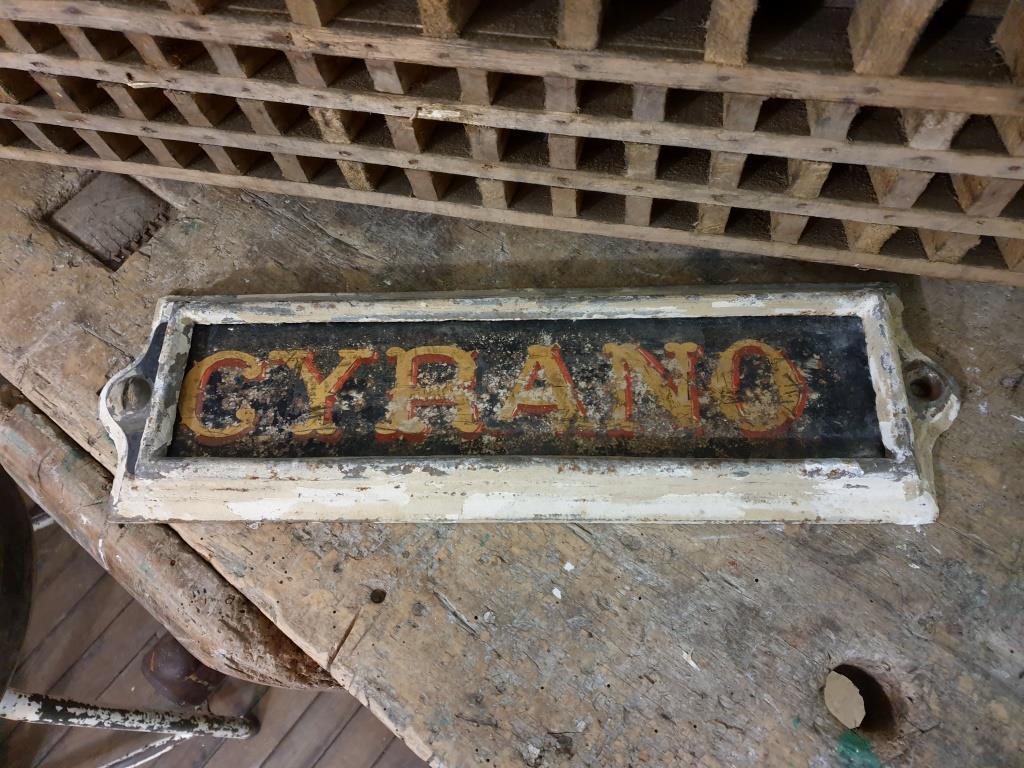 7 plaque ecurie cyrano
