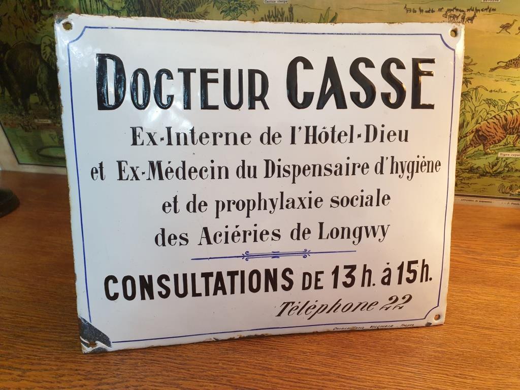 7 plaque emaillee docteur casse