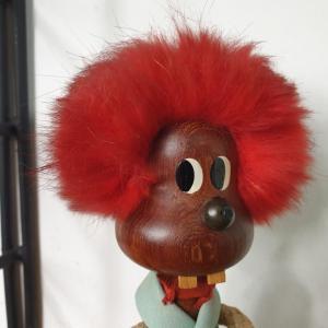 8 bonhomme aux cheveux rouges