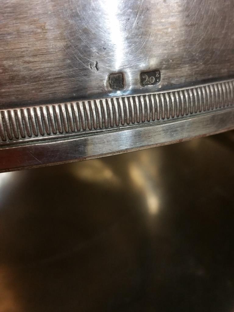 8 cloche en metal argente