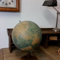 8 globe terrestre forest