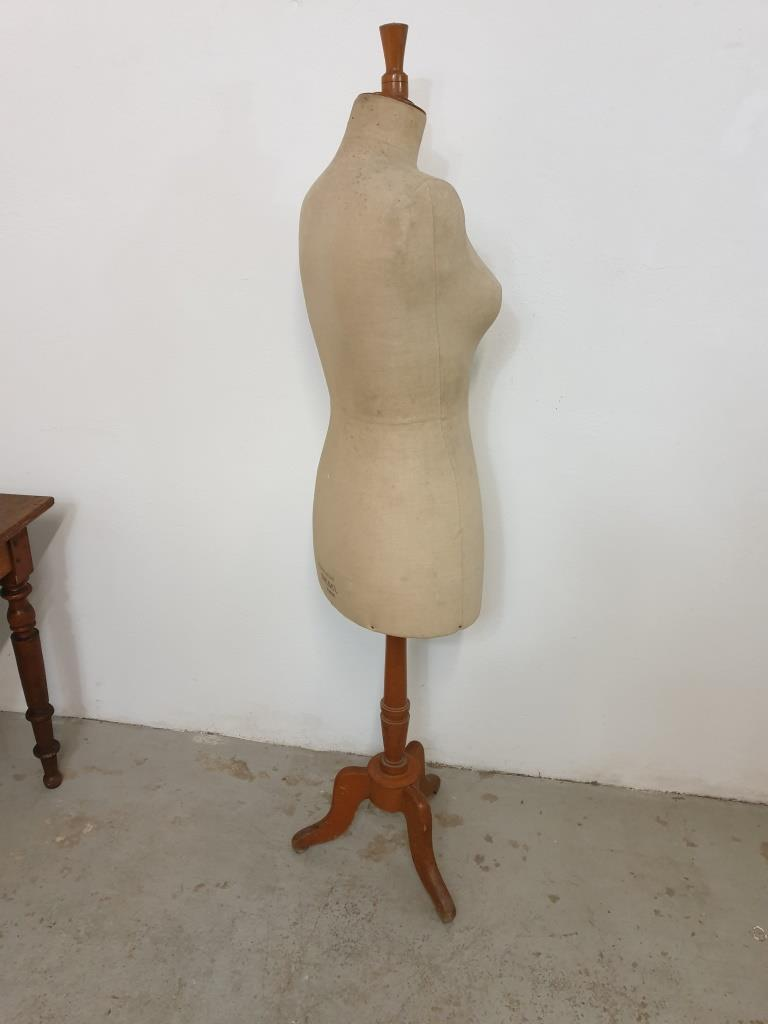 8 mannequin stockman 1
