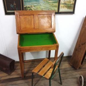 8 pupitre et sa chaise