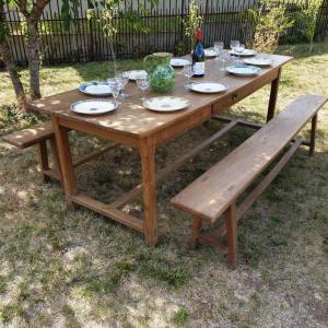 8 table de ferme avec bancs