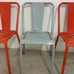 8 table et chaises tolix de bistrot