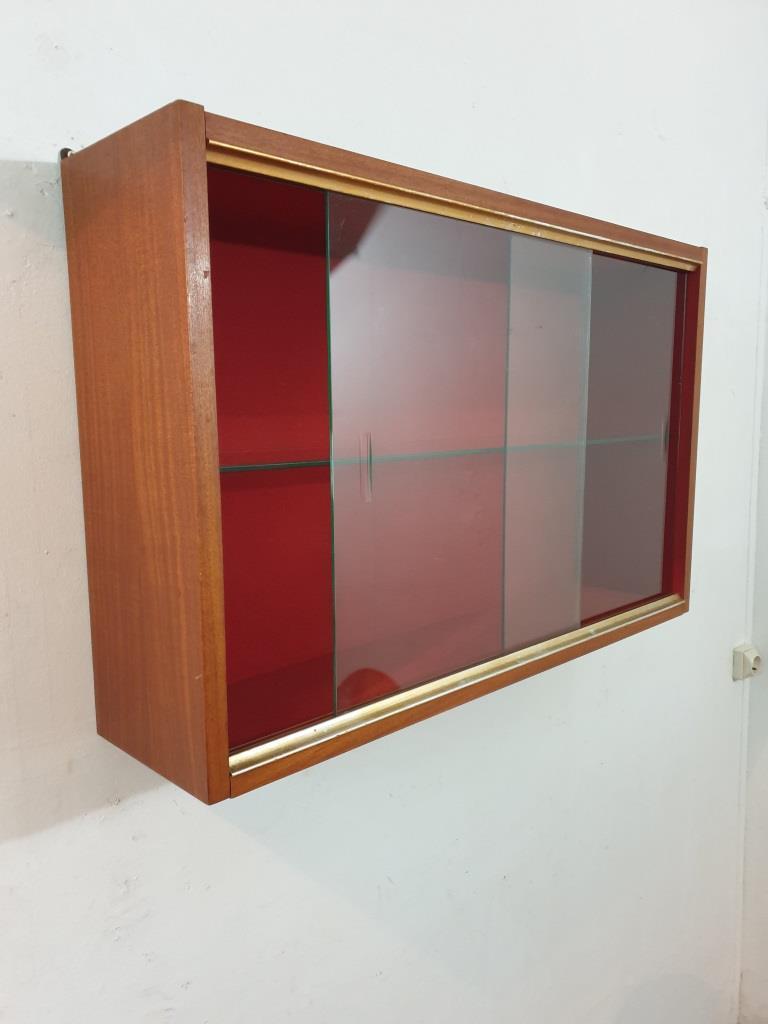 8 vitrine murale