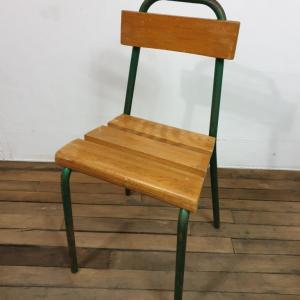 9 pupitre et sa chaise
