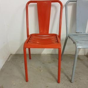 9 table et chaises tolix de bistrot