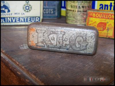 Ancienne boîte KLG