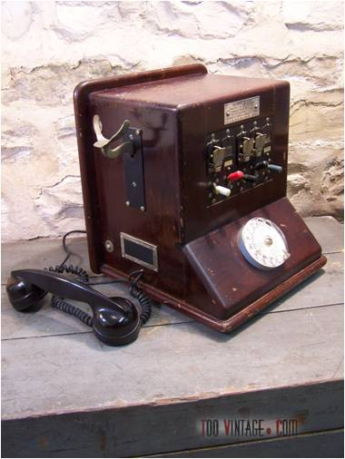 t l phone ancien en bois t l phone industriel t l phone d 39 usine standard t l phonique. Black Bedroom Furniture Sets. Home Design Ideas
