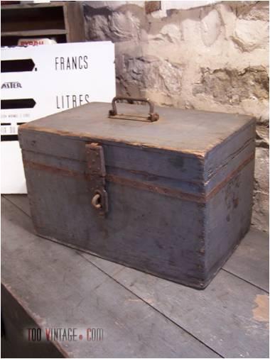 ancienne caisse outils en bois d coration indus. Black Bedroom Furniture Sets. Home Design Ideas