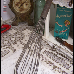 Ancien grand fouet de cuisine